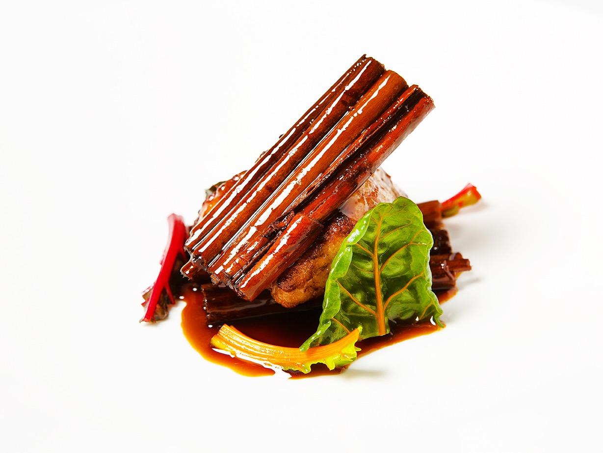 creation culinaire  jacky Ribault , chef executif et ami, restaurant Qui plume la lune, Ris de veau & cannelle ; chef 1 etoile, ©Alban Couturier