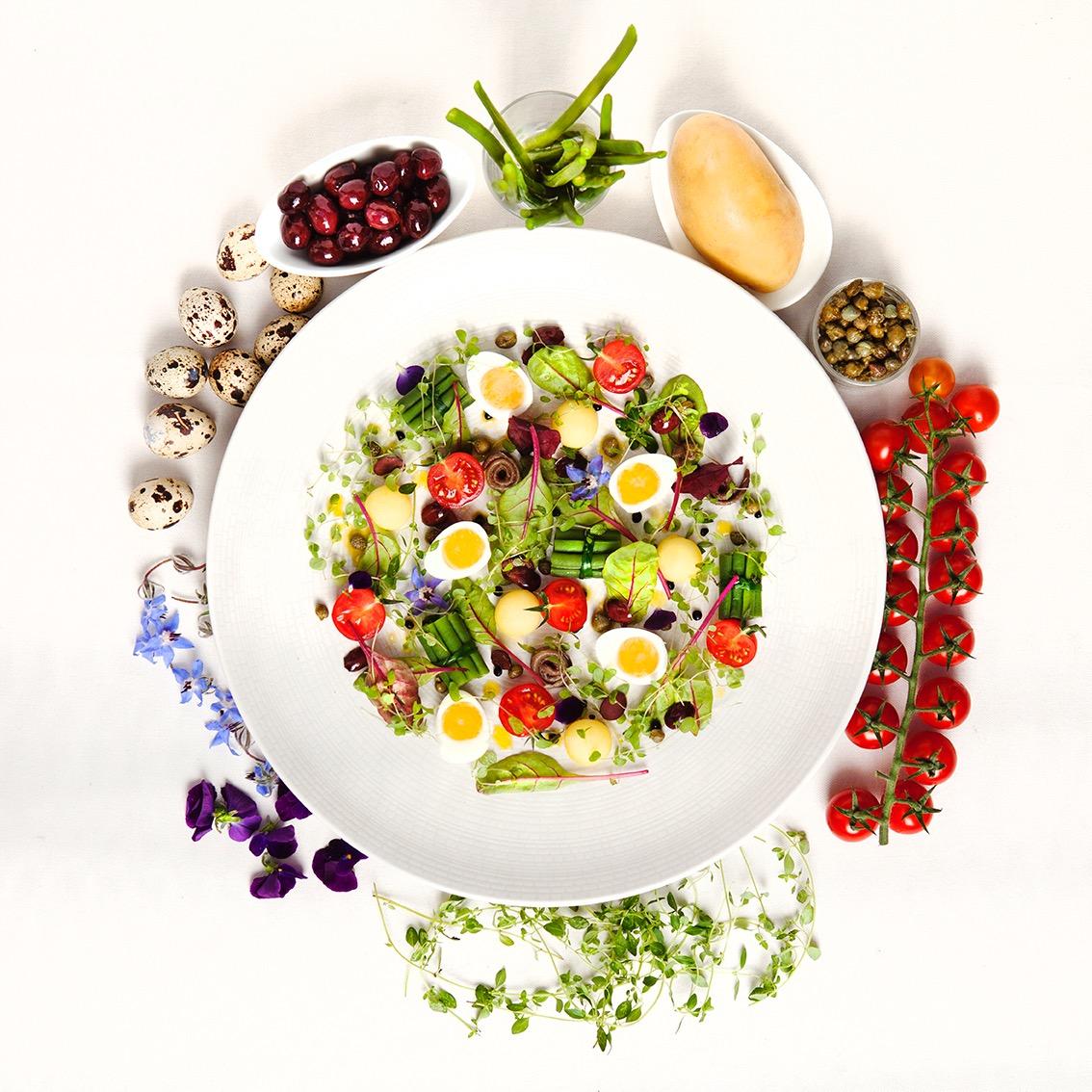 Creation culinaire Jordan Delamotte, chef executif, epoque Hotel de sers, La salade Niçoise et ses ingredients, ©Alban Couturier