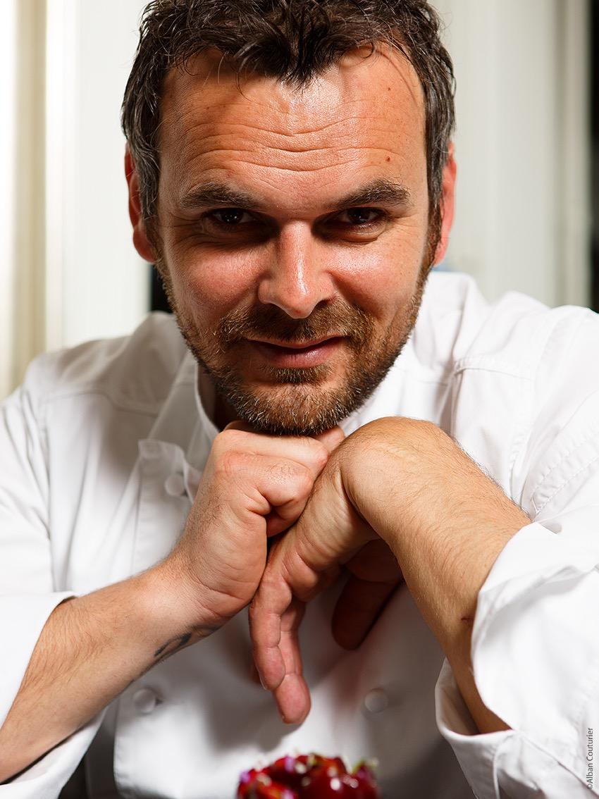Photo Portrait du chef Patissier Yannick Tranchant, chef Patissier du restaurant Neva, Paris 9. image realisé pour le site bruitdetable.com ©Alban Couturier