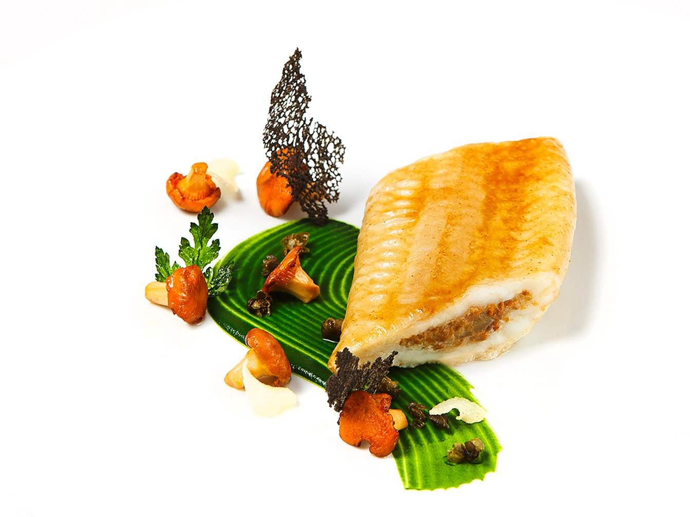 Creation culinaire Eric Frechon, chef executif Le Bristol Paris, 3 etoiles au guide Michelin, MOF, Filet de sole des sables aux girolles, ©Alban Couturier
