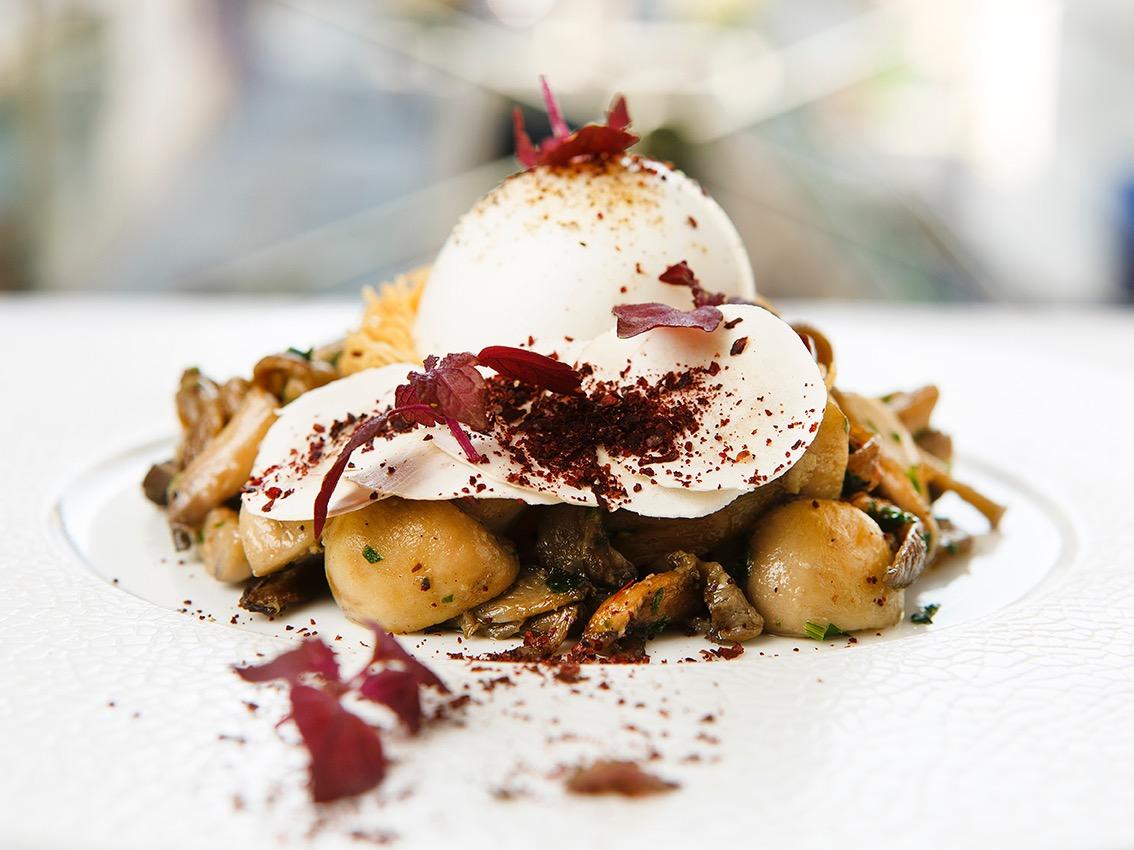 Oeuf parfait et champignons, creation du chef et ami Alan Geaam ©Alban Couturier
