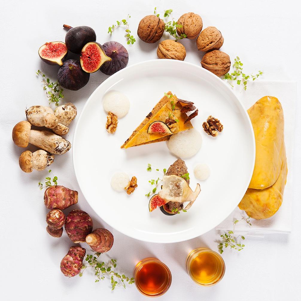 Creation culinaire Jordan Delamotte, chef executif epoque Hotel de Sers, Tarte fine au Foie gras & figue et ses ingredients. ©Alban Couturier