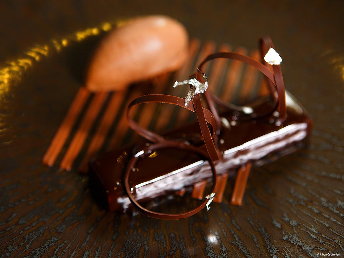 dessert 3 chocolats, Arnaud Lallement, l'Assiette Champenoise, 3 etoiles au guide Michelin, ©Alban Couturier..