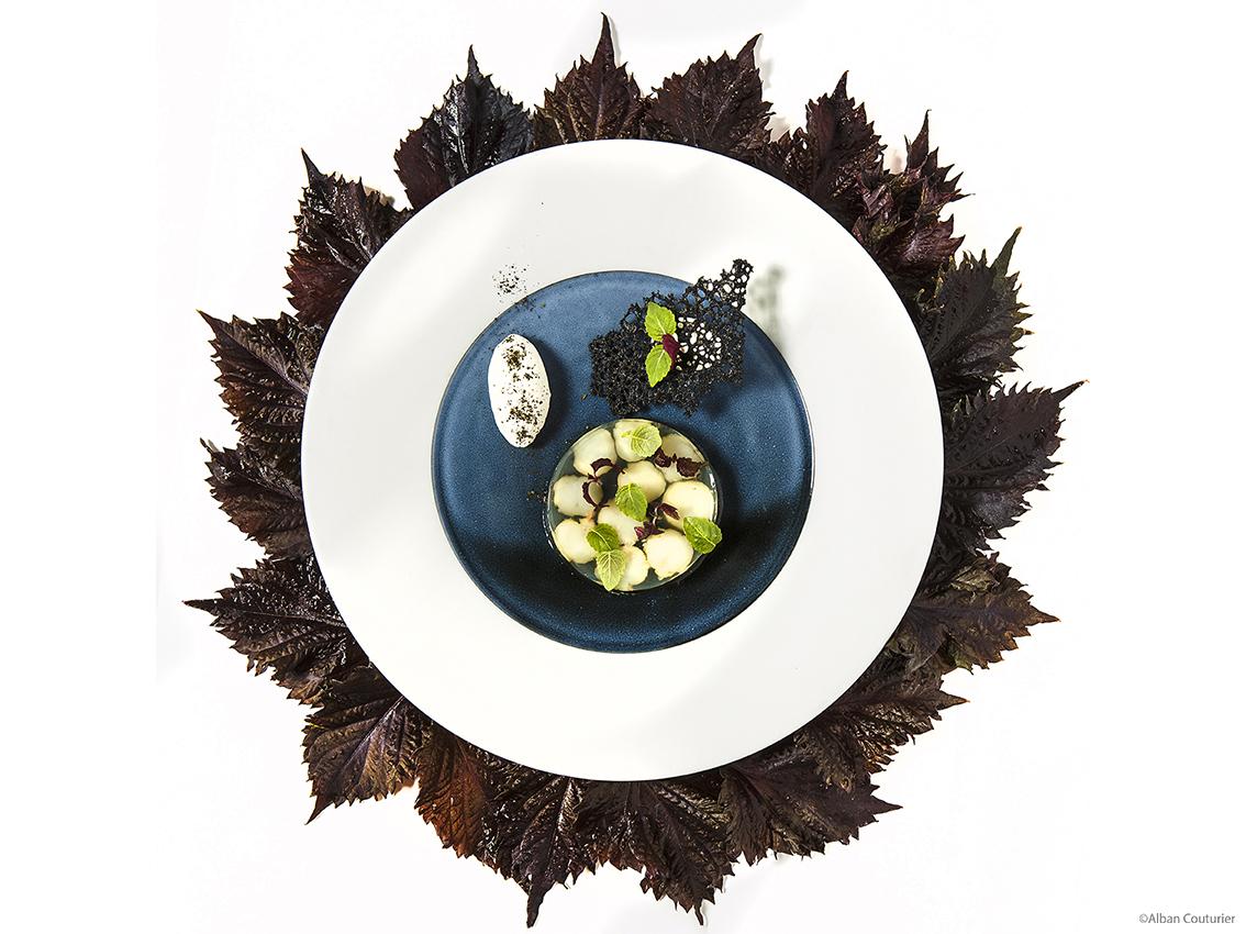 Transparence de langoustines aux effluves de feuilles de shiso, crème à l'huile essentielle , recette du chef Julien Roucheteau, ©Alban Couturier