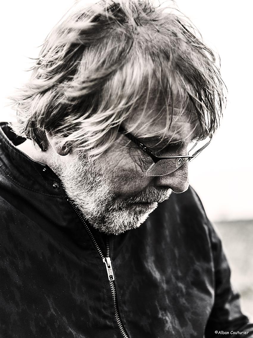 Portrait de Philippe Schroeven, redacteur en chef du magazine Culinaire Saisonnier, souvenirs d'un reportage sur les terres du maraicher Fabrice Robert a Bouafles ©alban Couturier
