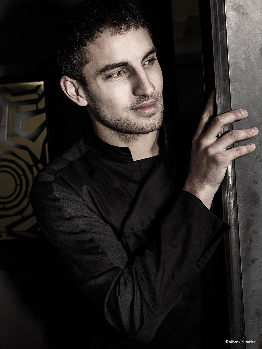 Portrait pour la gazette Drouot, Gabriel Mahgoub, chef du restaurant L'adjuge, Hotel Drouot ©Alban Couturier