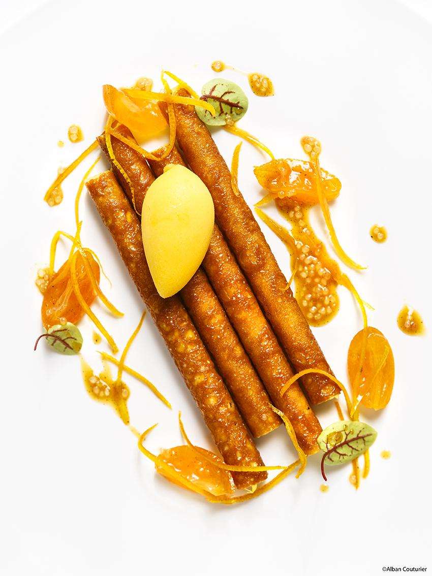 Dessert de Nelson Lechien, chef Patissier de La Grande Cascade, 1 etoile au guide Michelin, Cigarette a l orange. ©Alban Couturier