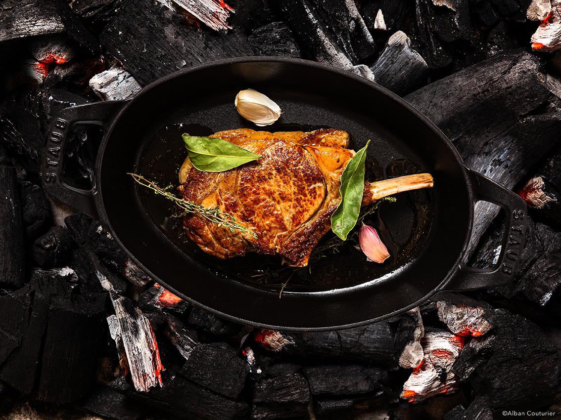 La cote de veau, Recette du chef Sebastien Giroud, restaurant Monsieur, au sein du Lancaster, 7 rue de berri, Paris @Alban couturier