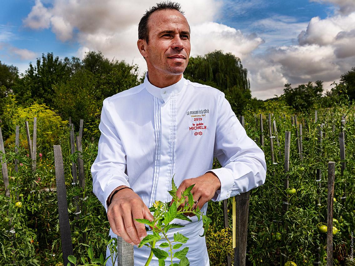 Portrait du chef christophe Hay, chef proprietaire, La Maison d'a cote; 2 etoiles  au guide Michelin 2019 ©Alban Couturier