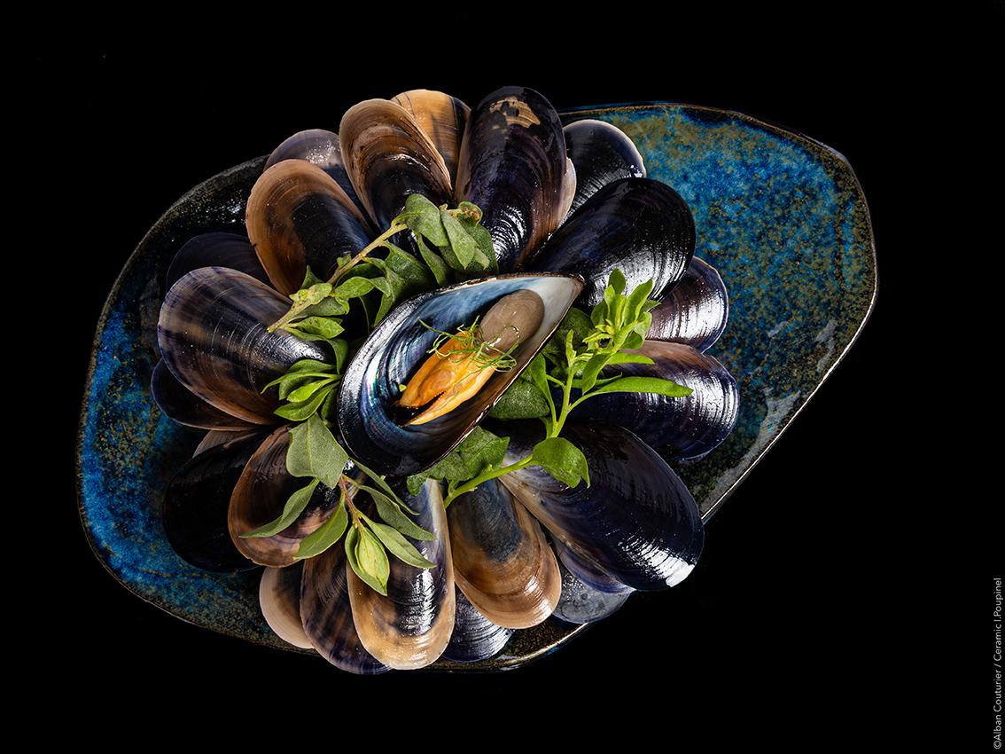 Amuse bouche, moule, sorbet citron, Ceramic ©Alban Couturier