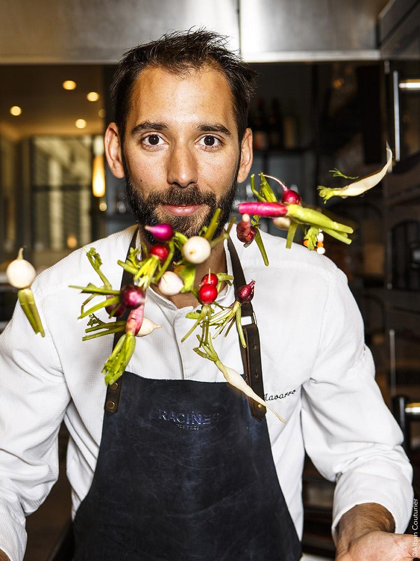 Portrait du chef Alexandre Navarro, Restaurant Racines des pres, Paris. Image pour le Magazine Le Point. ©Alban Couturier