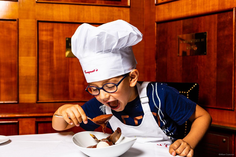Portrait enfant, Gourmandise et chocolat, Fouquets Paris ©Alban Couturier