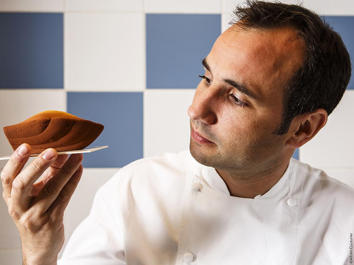 Portrait du chef et ami francois Perret, a la recherche de la perfection, Dessert signature, La Madeleine. ©Alban Couturier