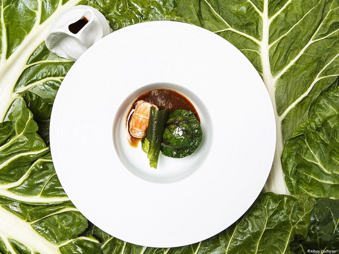 Langoustines rôties, Raviole de blette et son jus à la cardamome vietnamienne , chef Irwin Durand, restaurant Alan Geeam, Paris 16 ©Alban Couturier