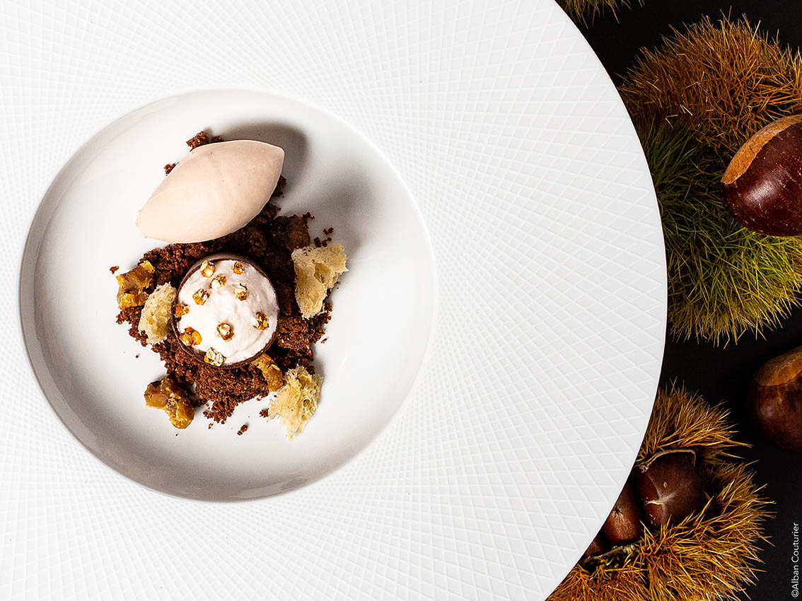 Dessert chocolat sarrasin-chataigne, chef patissier Martin Moure, restaurant Le Chiberta, chef Irwin Durand, 1 etoile au guide Michelin, Paris ©Alban Couturier