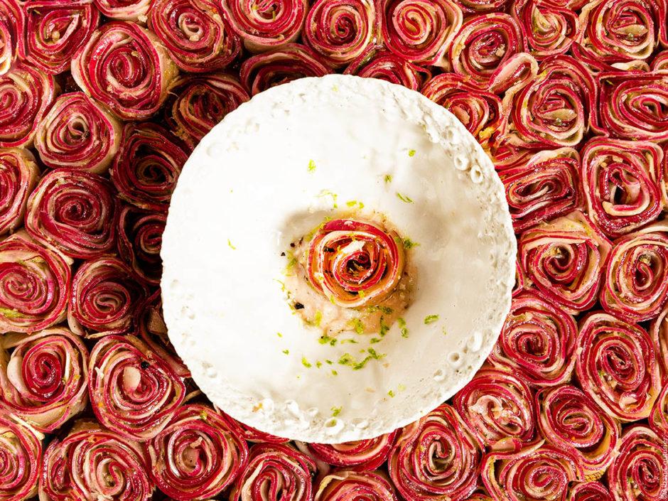 Rose de Radis, extraction de Lavande, Cheffe Fanny Rey, auberge de Saint Remy de Provence, 1 etoile au guide Michelin ©Alban Couturier