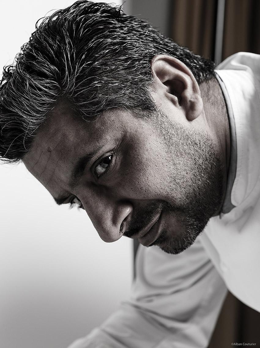 Portrait du chef Sylvestre Wahid, epoque restaurant Sylvestre, Hotel Thoumieux, 2 etoiles au guide Michelin, 79 rue saint dominique, Paris 7